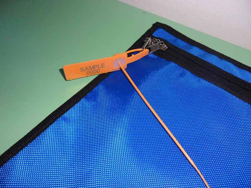 Plastic Seal On Tamigi Bag (1)