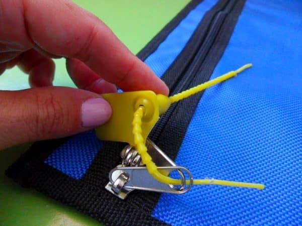 Plastic Seal On Tamigi Bag (2)